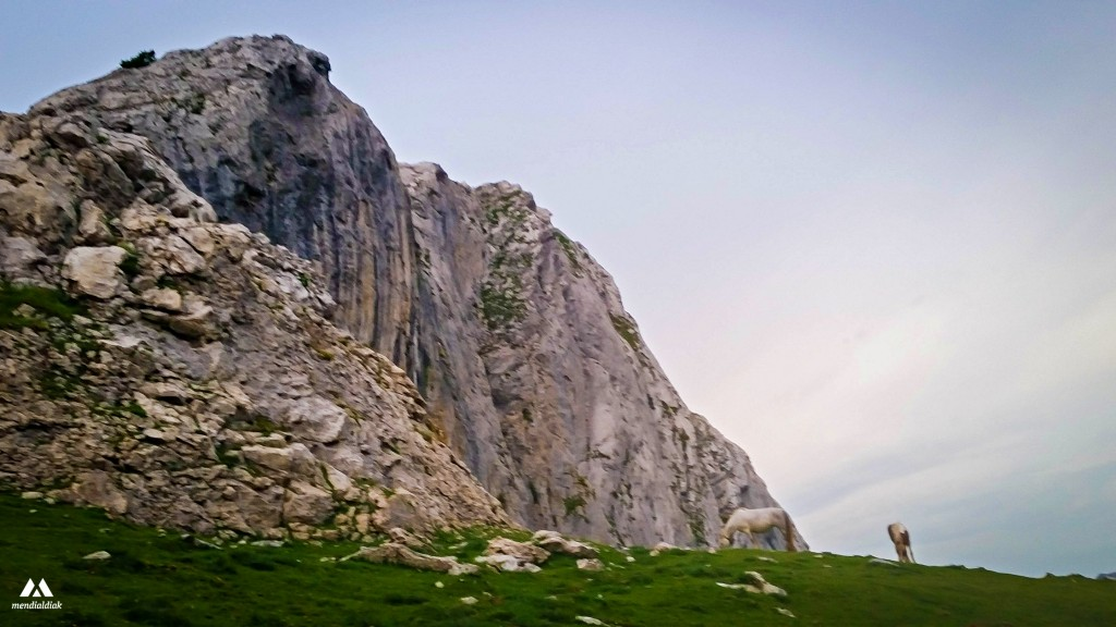 arista-este-del-mugarra-mugarrako-ekialdeko-ertza-mendialdiak-13